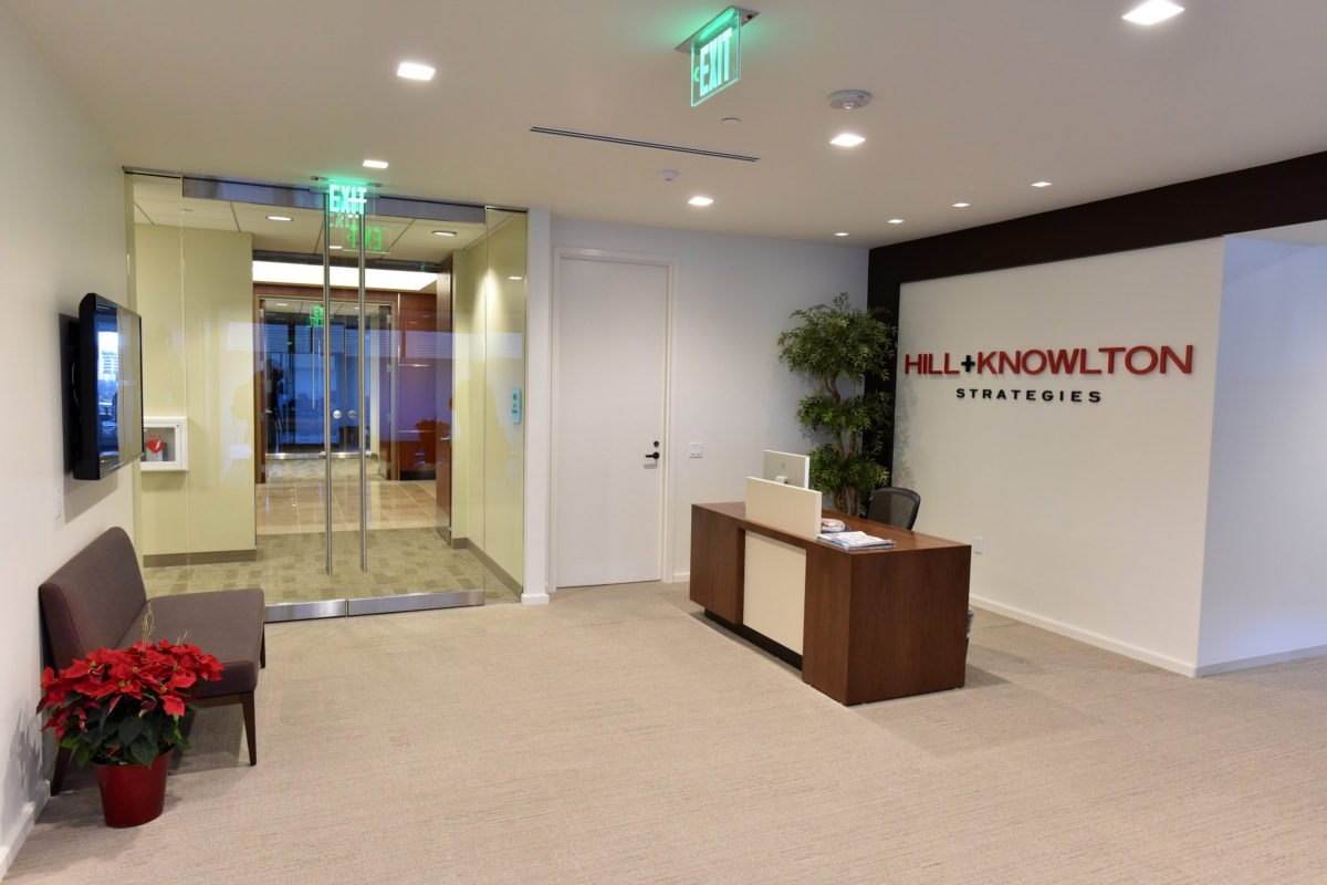 Image of the Hill+Knowlton Reception Area with the Desk